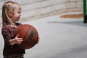apprendre le basket aux enfants