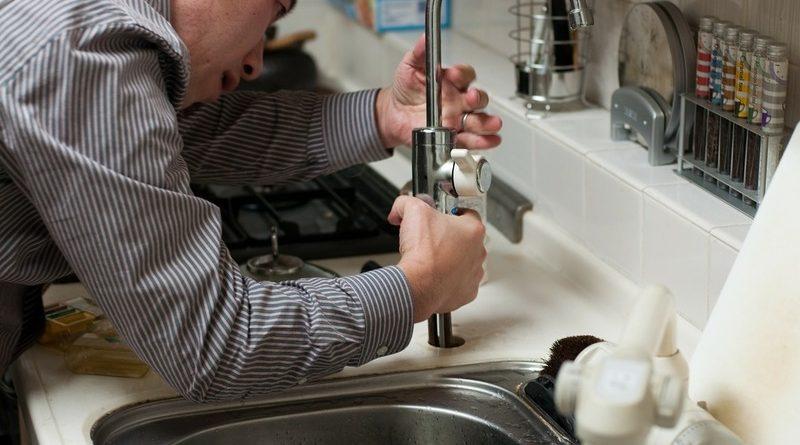 Plombier d'urgence: signes dont vous avez besoin pour obtenir les services d'un plombier
