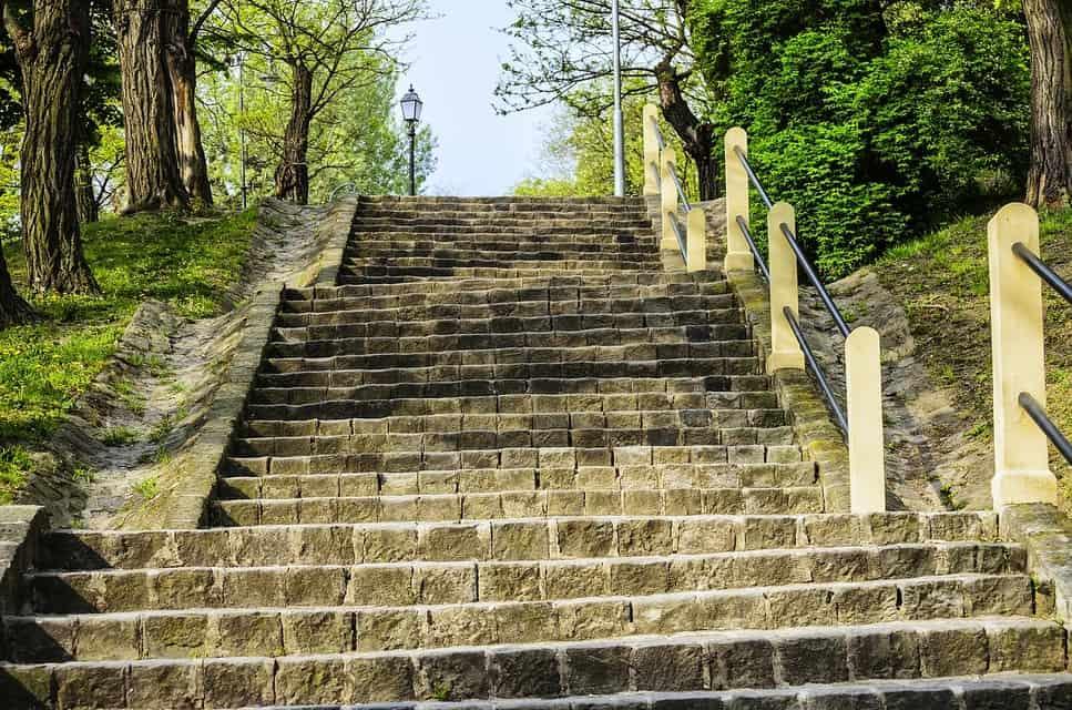 Les divers avantages de l'utilisation d'un monte-escalier