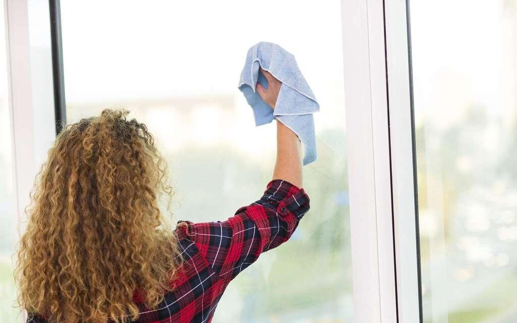 Quelques conseils pour bien nettoyer les vitres de vos fenêtres